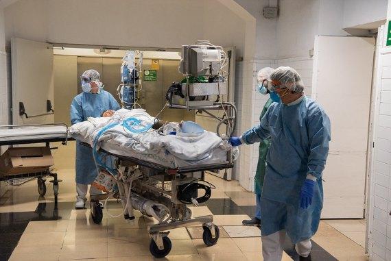 La capacidad de los sistemas sanitarios ha bastado para prevenir el desastre ocasionado por la COVID-19. Crédito: Hospital Clinic