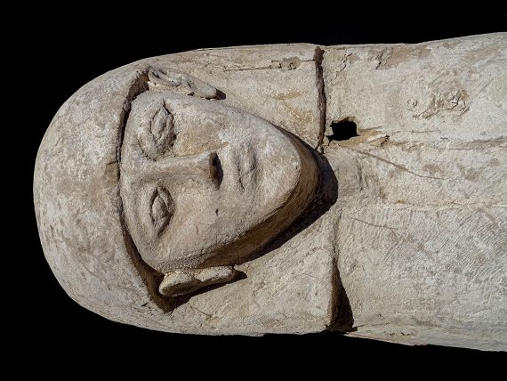 BBVA-OpenMind-Eugenia Angulo-nuevas técnicas de la Egiptología-Egipto 3-El ataúd de madera de la joven momificada. Crédito: Proyecto Djehuty