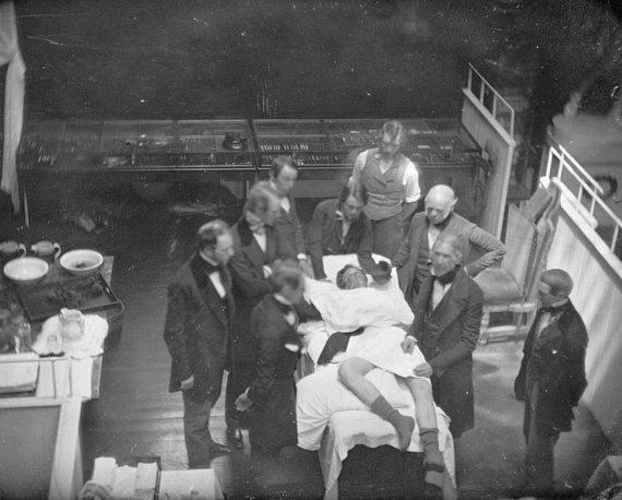 Recreación de la demostración de anestesia con éter por W.T.G. Morton el 16 de octubre de 1846. Crédito: Southworth & Hawes