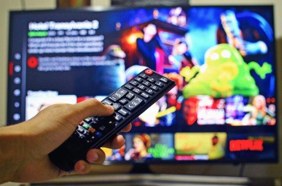 BBVA-OpenMind-Materia-Matematicas Netflix 1-Las matemáticas de detección comprimida y terminación de la matriz permiten a los servicios de 'streaming' enviar vídeo a nuestros distositivos y también hacernos mejores recomendaciones. Crédito: pikrepo