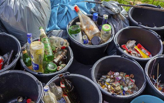 La falsa creencia de que la separación de los residuos en los hogares para su posterior reciclaje es una tarea innecesaria está muy extendida Imagen:Jasmin Sessler (Unsplash)
