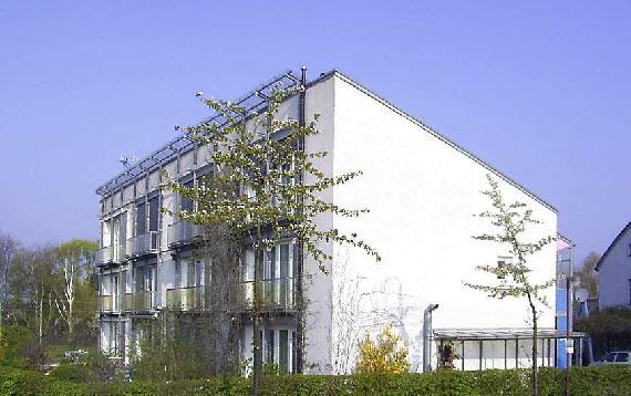 Construcción basada en el concepto de Passivhaus (estándar para la construcción de viviendas de los profesores Bo Adamson y Wolfgang Feist), en Darmstadt (Alemania). Imagen: Wikipedia