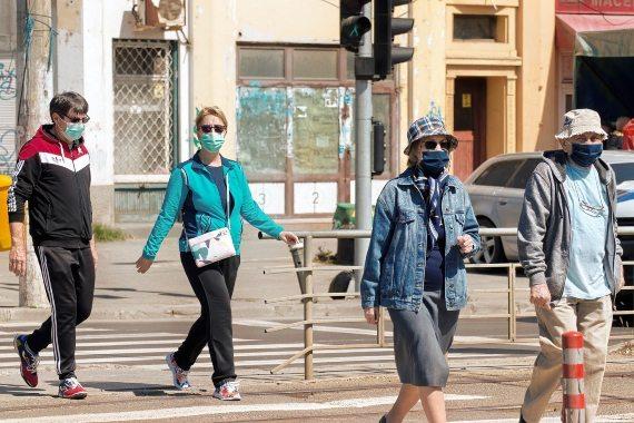 Alcanzar una inmunidad de grupo real no significaría un parón brusco de los contagios. Crédito: Candid_Shots