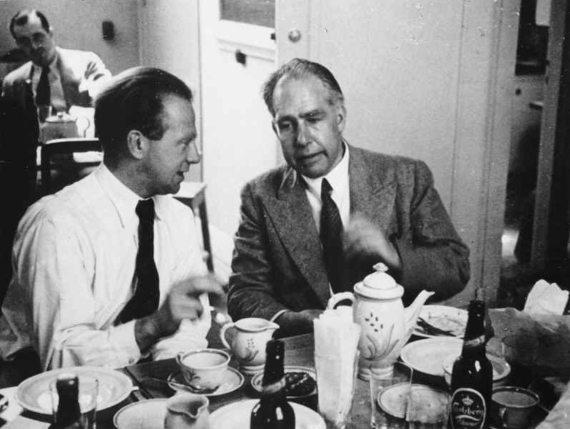 BBVA-OpenMid-Materia-camino para entender la física cuántica-Historia_quantica-4-Werner Heisenberg y Niels Bohr. Fuente: Wikimedia.Werner Heisenberg and Niels Bohr