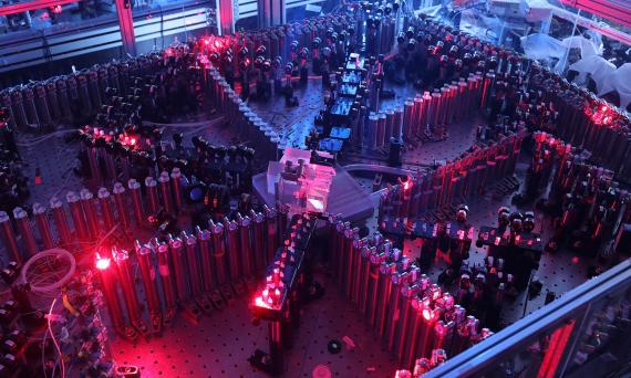 BBVA-OpenMind-Materia-Top ciencia 2020_11-El superordenador Jiuzhang utiliza circuitos ópticos. Crédito: University of Science and Technology of China