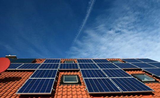 BBVA-OpenMind-Miguel Barral-calentamiento global amenaza el futuro de las energías renovables 2-El calentamiento global está haciendo disminuir la irradiación solar en las regiones del planeta que hoy en día ofrecen mayor rendimiento fotovoltaico.Fuente: Piqsels