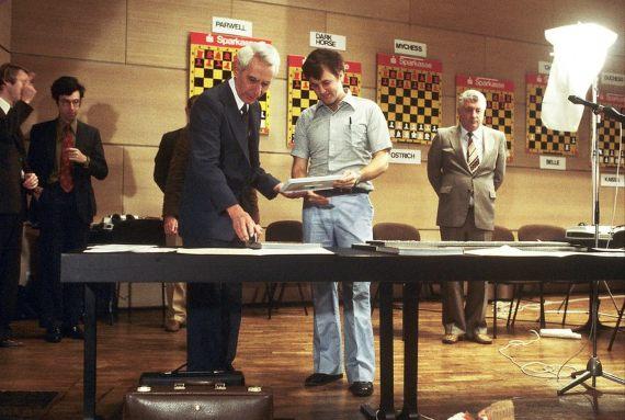 BBVA-OpenMind-Gonzalo Suardíaz-Claude Shannon- inventor de la era digital-5-Claude Shannon en el Ars Electronica Festival en 1980. Crédito: Ars Electronica