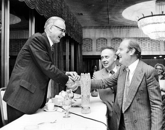 BBVA-OpenMind-Rejón-Maclyn McCarty with Francis Crick and James D Watson-Maclyn McCarty (9 de junio de 1911 al 2 de enero de 2005) con Francis Crick y James D. Watson