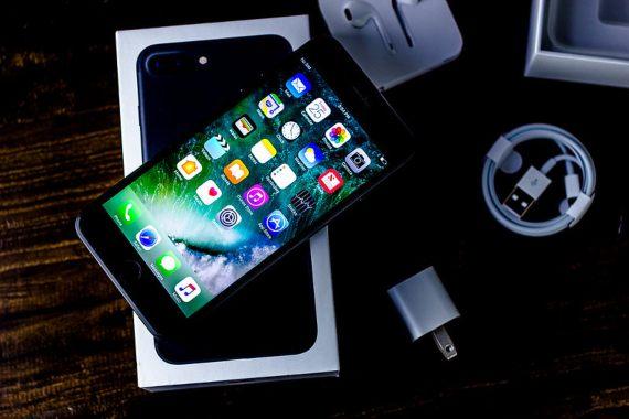 BBVA-OpenMind-Yanes-Cómo practicar un teletrabajo online más sostenible-3-Es recomendable utilizar un solo smartphone para fines personales y profesionales con doble tarjeta SIM, en lugar de dos aparatos diferentes. Fuente: Pixabay