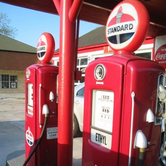 """BBVA-OpenMind-Thomas Midgley-inventor más dañino de la historia-2-La primera gasolina con plomo se vendió en EEUU bajo la marca """"Ethyl"""". Crédito: BEV Norton"""