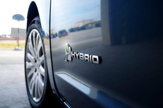 BBVA-OpenMind-Yanes-Grandes ideas para un mundo más sostenible-3-El precio aún elevado de los modelos eléctricos e híbridos amenaza con dejar el vehículo privado solo al alcance de los más pudientes. Crédito: US. Dept of Defense