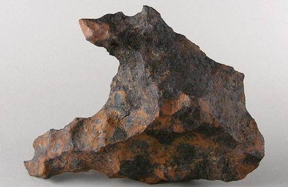 Petterson se dedicó a estudiar fragmentos provenientes de meteoritos como el de la imagen, obtenido en Canyon Diablo, Arizona. Crédito: Wikimedia