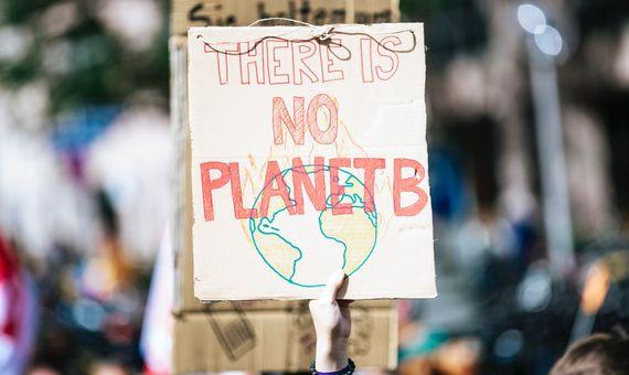 La crisis climática, sumada a otros conflictos internacionales, ha acercado el minutero al punto más cercano al fin del mundo: tan solo 100 segundos. Fuente: Unsplash