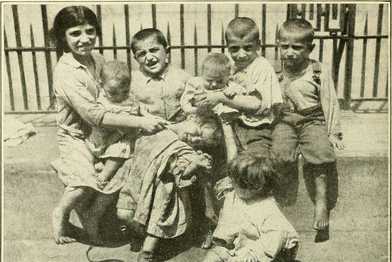 Los brotes de polio a finales del siglo XIX y principios del XX causaron estragos en hospicios y familias, que desconocían el origen y medios de transmisión de la enfermedad. Fuente: Popular Science