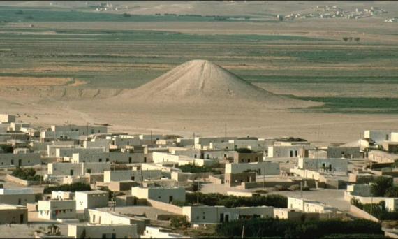 BBVA-OpenMind-Barral-obras faraonicas mas antiguas de la humanidad-3-El Monumento Blanco en Tal Banat, Siria, antes de que fuera sumergido. Crédito: Universidad de Toronto