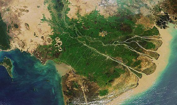 BBVA-OpenMind-Materia-crisis de la arena alimenta mafias y crimenes ambientales 4-El río Mekong es una de las principales fuentes de arena del Sudeste Asiático, pero su explotación afecta a su ecosistema y al delta que se forma en su desembocadura. Crédito: Wikimedia